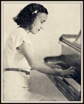 Carmen Brouard jeune au piano.