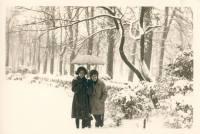 Les romancières Nadine Magloire et Ana Maria Radaelli à Paris. Hiver 1962-63