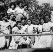 Pique-nique à Arcachon avec ses compagnes de classe - fin des années 1940