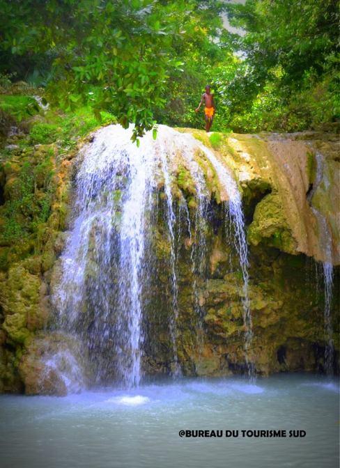 24-29 Touyac Waterfall, Port Salut_05